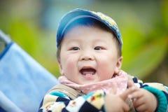 Bebé en cochecito imagenes de archivo