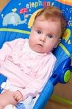 Bebé en eje de balancín Fotos de archivo