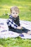 Bebé en el ajuste del país Imágenes de archivo libres de regalías