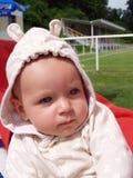 Bebé en el capo motor Fotografía de archivo libre de regalías