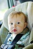 Bebé en el coche Foto de archivo libre de regalías