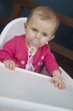 Bebé en el highchair Foto de archivo libre de regalías