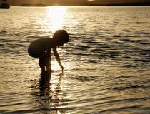 Bebé en el océano Imagen de archivo