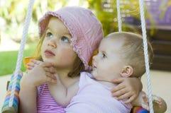 Bebé en el oscilación Fotos de archivo libres de regalías