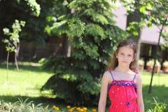 Bebé en el parque Foto de archivo libre de regalías