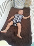 Bebé en el pesebre Imagen de archivo libre de regalías