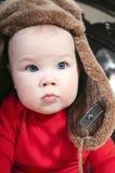 Bebé en el sombrero de piel del invierno Foto de archivo