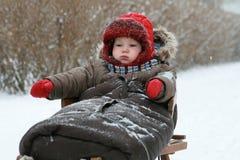 Bebé en el trineo Imágenes de archivo libres de regalías