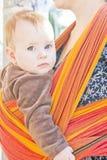Bebé en honda fotos de archivo