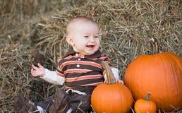 Bebé en la acción de gracias Fotos de archivo