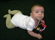 Bebé en la alfombra imágenes de archivo libres de regalías