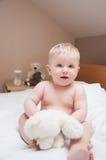 Bebé en la cama Fotografía de archivo libre de regalías