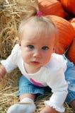 Bebé en la corrección de la calabaza Fotografía de archivo libre de regalías