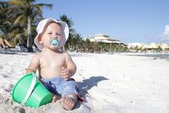 Bebé en la playa Fotografía de archivo libre de regalías
