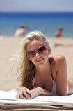 Bebé en la playa Imagenes de archivo