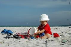 Bebé en la playa Fotografía de archivo