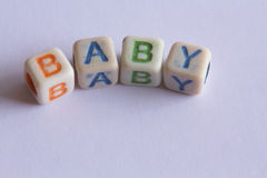 Bebé en letras de molde Imagenes de archivo