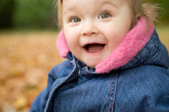 Bebé en parque Fotos de archivo