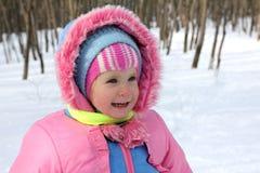 Bebé en parque del invierno Fotos de archivo libres de regalías