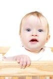 Bebé en pesebre fotos de archivo