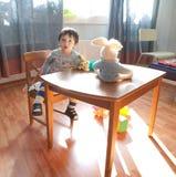 Bebé en sala de juegos Imagenes de archivo
