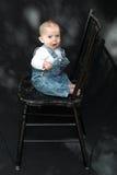 Bebé en silla Imagenes de archivo