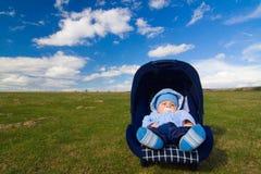 Bebé en silla fotografía de archivo libre de regalías