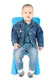 Bebé en silla azul fotos de archivo libres de regalías