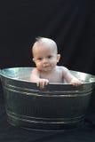 Bebé en tina Imagenes de archivo
