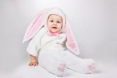 Bebé en traje del conejito Imagen de archivo