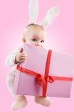 Bebé en traje del conejito con el presente Imagen de archivo
