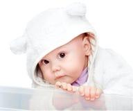 Bebé en traje del oso blanco en blanco Imagen de archivo libre de regalías