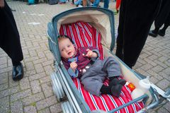 Bebé en traje holandés tradicional Imagen de archivo libre de regalías
