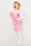 Bebé en trajes del cerdo de Peppa de la historieta Foto de archivo