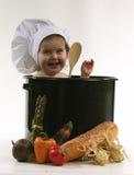 Bebé en un crisol del cocinero Fotos de archivo libres de regalías