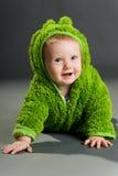 Bebé en un equipo de la rana Fotos de archivo libres de regalías