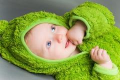 Bebé en un equipo de la rana Fotografía de archivo