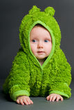 Bebé en un equipo de la rana Fotos de archivo