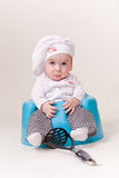 Bebé en un equipo del cocinero Imágenes de archivo libres de regalías