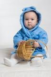 Bebé en una bata. imágenes de archivo libres de regalías