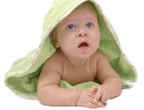 Bebé en una manta verde foto de archivo
