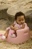 Bebé en una silla Imagenes de archivo
