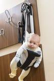 Bebé en una suspensión Imagen de archivo
