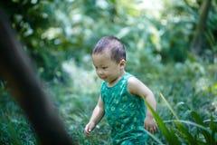Bebé en verano fotografía de archivo