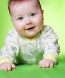 Bebé en verde Fotos de archivo libres de regalías