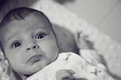 Bebé expresivo que empuja hacia fuera los labios Fotos de archivo libres de regalías