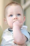 Bebé Eyed azul adorable triste Imagenes de archivo