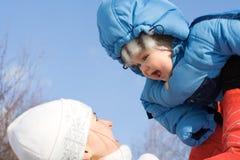 Bebé feliz con la madre Imagen de archivo libre de regalías