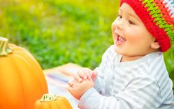 Bebé feliz el día de la acción de gracias Fotografía de archivo