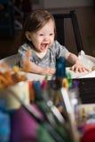 Bebé feliz en alta silla fotografía de archivo libre de regalías